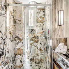 Отель Luxury 2 bedroom 2.5 bathroom Louvre Франция, Париж - отзывы, цены и фото номеров - забронировать отель Luxury 2 bedroom 2.5 bathroom Louvre онлайн ванная фото 2