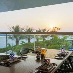 Отель DoubleTree by Hilton Dubai Jumeirah Beach балкон