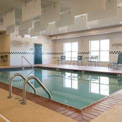 Отель Country Inn & Suites Effingham бассейн