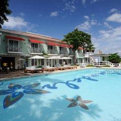 Отель Sandals Montego Bay - All Inclusive - Couples Only бассейн