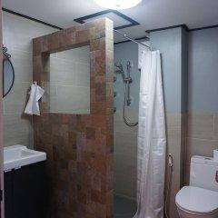Отель Borarn House Таиланд, Бангкок - отзывы, цены и фото номеров - забронировать отель Borarn House онлайн ванная