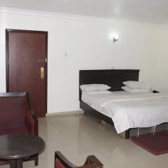 Отель Michelle Suites Нигерия, Калабар - отзывы, цены и фото номеров - забронировать отель Michelle Suites онлайн комната для гостей фото 3