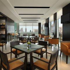 Отель Courtyard By Marriott Бангкок гостиничный бар