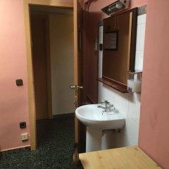 Отель Hostal Alogar Испания, Барселона - 2 отзыва об отеле, цены и фото номеров - забронировать отель Hostal Alogar онлайн ванная