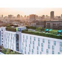 Отель Holiday Inn Express Bangkok Soi Soonvijai балкон