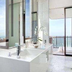 Отель Hilton Pattaya ванная фото 3