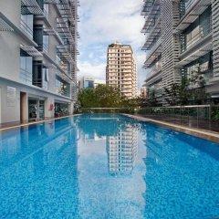 Отель PARKROYAL Serviced Suites Kuala Lumpur Малайзия, Куала-Лумпур - 1 отзыв об отеле, цены и фото номеров - забронировать отель PARKROYAL Serviced Suites Kuala Lumpur онлайн бассейн фото 2