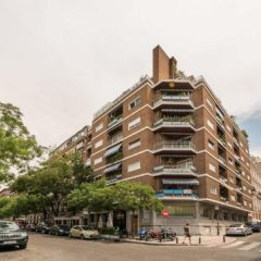 Отель Apartamentos Los Jeronimos Испания, Мадрид - отзывы, цены и фото номеров - забронировать отель Apartamentos Los Jeronimos онлайн городской автобус