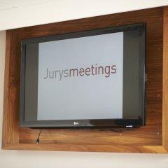Отель Jurys Inn Edinburgh Великобритания, Эдинбург - 2 отзыва об отеле, цены и фото номеров - забронировать отель Jurys Inn Edinburgh онлайн удобства в номере фото 2
