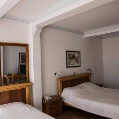 Отель Levantin Inn сейф в номере