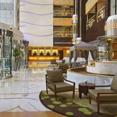 Отель DoubleTree by Hilton Hotel and Residences Dubai Al Barsha ОАЭ, Дубай - 1 отзыв об отеле, цены и фото номеров - забронировать отель DoubleTree by Hilton Hotel and Residences Dubai Al Barsha онлайн интерьер отеля