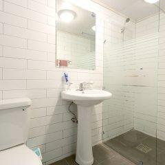 Отель Triangel Guesthouse Южная Корея, Сеул - отзывы, цены и фото номеров - забронировать отель Triangel Guesthouse онлайн ванная фото 2
