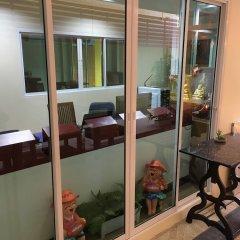Отель Baan Wanchart Bangkok Residences Бангкок балкон