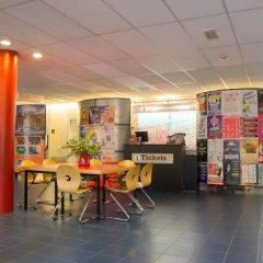 Отель Stayokay Amsterdam Vondelpark - Hostel Нидерланды, Амстердам - отзывы, цены и фото номеров - забронировать отель Stayokay Amsterdam Vondelpark - Hostel онлайн интерьер отеля фото 3