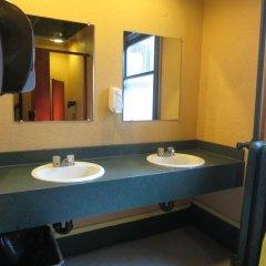 Отель The Cambie Hostel Gastown Канада, Ванкувер - отзывы, цены и фото номеров - забронировать отель The Cambie Hostel Gastown онлайн ванная
