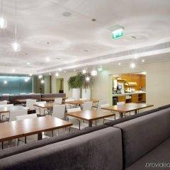Отель Holiday Inn Express Lisbon Airport гостиничный бар