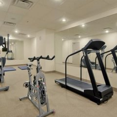 Отель Super 8 Downtown Toronto фитнесс-зал фото 2