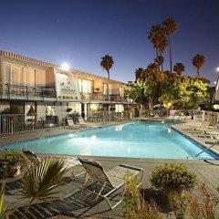 Отель Travelodge Hotel at LAX США, Лос-Анджелес - отзывы, цены и фото номеров - забронировать отель Travelodge Hotel at LAX онлайн бассейн фото 3