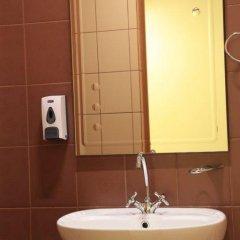 Гостиница East-West Hostel в Иркутске отзывы, цены и фото номеров - забронировать гостиницу East-West Hostel онлайн Иркутск ванная фото 2