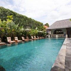 Ubud Village Hotel бассейн