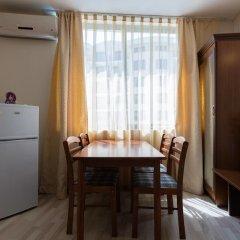 Апартаменты Two Bedroom Apartment with Kitchen & Balcony в номере