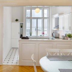 Отель Charles Bridge Premium Apartments Чехия, Прага - отзывы, цены и фото номеров - забронировать отель Charles Bridge Premium Apartments онлайн комната для гостей фото 4