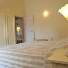 Отель Agriturismo Colle Dei Pivi Понти-суль-Минчо сейф в номере