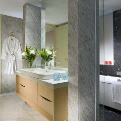 Отель Ascott Raffles Place Singapore ванная фото 2