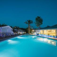 Отель Coral Blue Beach бассейн