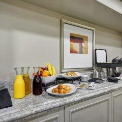 Отель Hilton Checkers в номере
