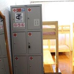 Hostel Air сейф в номере