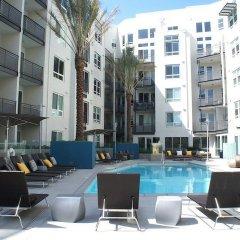 Отель The 5200 Wilshire Blvd США, Лос-Анджелес - отзывы, цены и фото номеров - забронировать отель The 5200 Wilshire Blvd онлайн бассейн фото 2