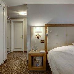 Отель Les Sources Des Alpes сейф в номере
