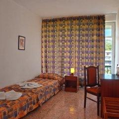 Hotel Varshava Золотые пески комната для гостей фото 3