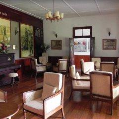 Отель Nuwara Eliya Golf Club интерьер отеля