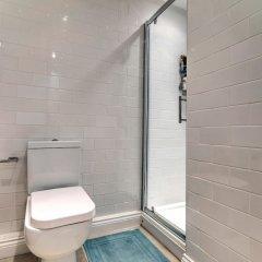Отель Bright, Spacious 1BR Chorlton Apt for 2 W/patio Великобритания, Манчестер - отзывы, цены и фото номеров - забронировать отель Bright, Spacious 1BR Chorlton Apt for 2 W/patio онлайн ванная фото 2