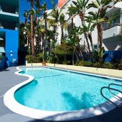 Ramada Plaza Hotel & Suites - West Hollywood бассейн