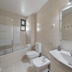 Отель Apartamento Lobo Marinho Португалия, Санта-Крус - отзывы, цены и фото номеров - забронировать отель Apartamento Lobo Marinho онлайн ванная