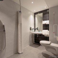 Отель Holiday Inn Clermont-Ferrand Centre Франция, Клермон-Ферран - отзывы, цены и фото номеров - забронировать отель Holiday Inn Clermont-Ferrand Centre онлайн ванная