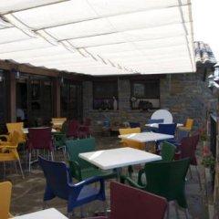 Отель Albergue Mora de Nuei гостиничный бар фото 3