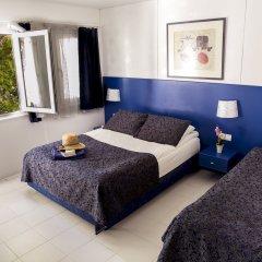 Blue & White Hotel комната для гостей