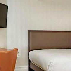 Отель Hilton London Hyde Park сейф в номере