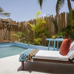 Отель Mahekal Beach Resort бассейн