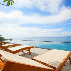 Отель Surin Beach Resort бассейн фото 3