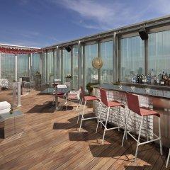 Отель Meliá Barcelona Sky гостиничный бар