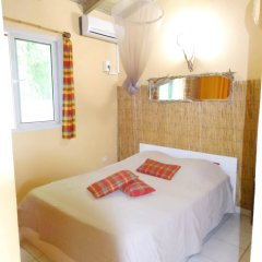 Отель Bungalow With one Bedroom in Guadeloupe, With Pool Access, Enclosed Ga комната для гостей