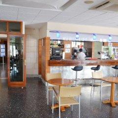 Отель azuLine Hotel S'Anfora & Fleming Испания, Сан-Антони-де-Портмань - отзывы, цены и фото номеров - забронировать отель azuLine Hotel S'Anfora & Fleming онлайн гостиничный бар