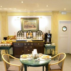 Отель Madeleine Budget Rooms Grand Place питание
