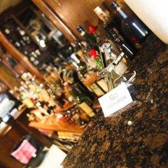 Отель Green Grove Guest House гостиничный бар