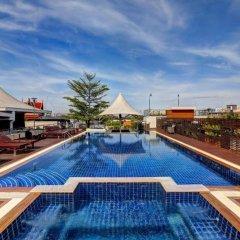 Отель Dang Derm Бангкок бассейн
